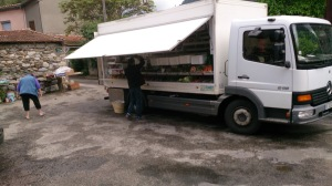 Mobile grocer in Cavirac